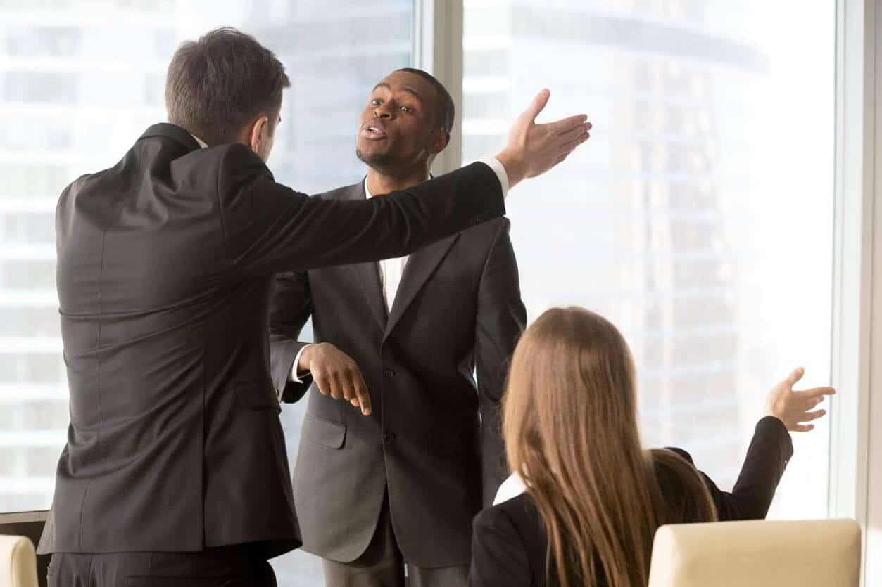 Cómo denunciar discriminación en el trabajo | Conexión Legal