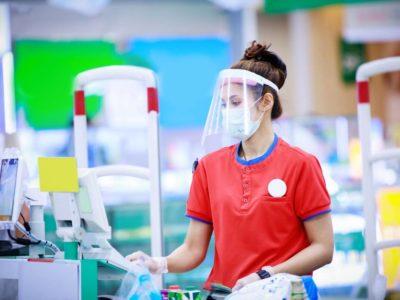 Cajero, un trabajo riesgoso en un supermercado