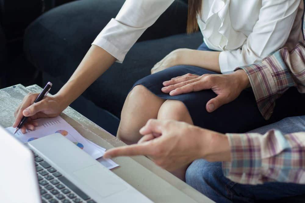 Cómo Puede un Abogado de Hostigamiento Ayudarme en Caso de Acoso Sexual en el trabajo?