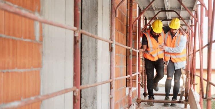 Pasos a seguir en caso de sufrir una lesión personal en un accidente de construcción.