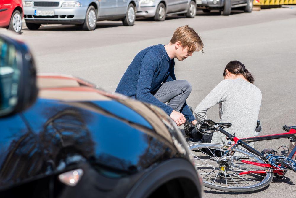 Identifique un caso de lesiones personales por accidente de auto en Estados Unidos