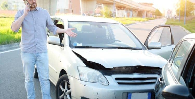Cómo Actuar en un Accidente de Auto mientras Trabajaba para Plataformas