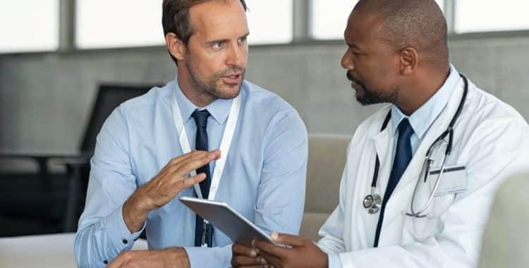 Salarios justos del personal médico en pandemia de la mano de un abogado laboral