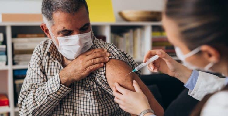 ¿Puede un Indocumentado Acceder a la Vacuna de COVID-19?