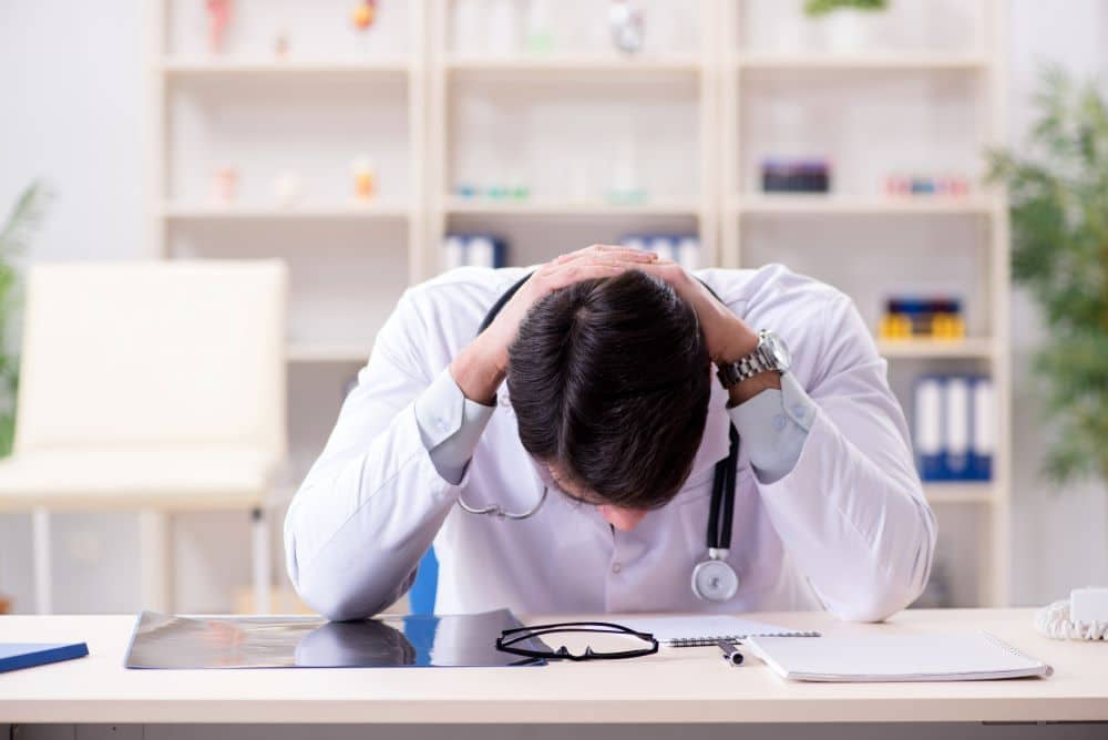 ¿Cómo Puede Ayudarme un Abogado Especialista en Negligencia Médica?