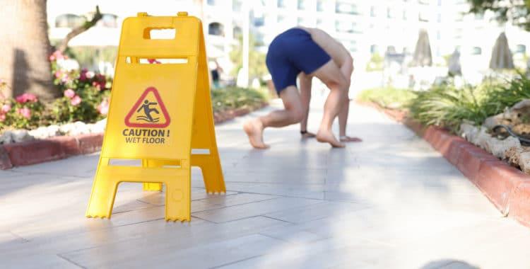Cómo Proceder Ante un Caso de Resbalones en Lugares Públicos