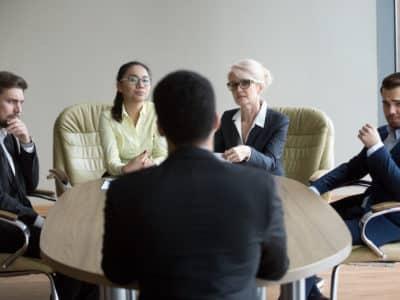 ¿Cuánto Podría Recibir en una Compensación por Discriminación en el Trabajo?